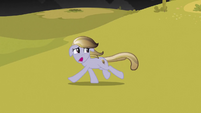 Crystal pony runs in terror S3E02