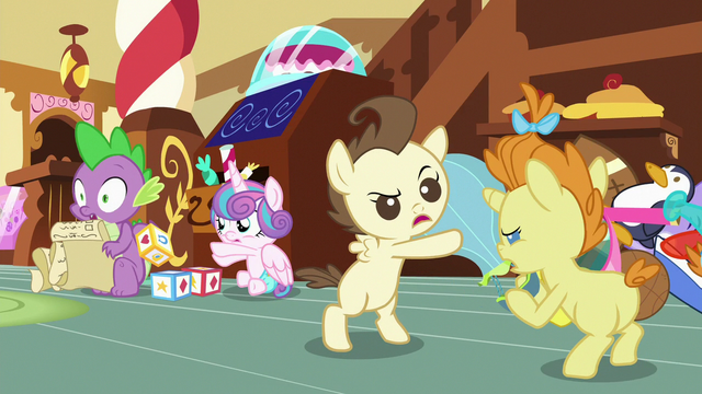 File:Flurry Heart hits Spike with a toy block S7E3.png