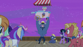 Iron Will offers ice cream with the princesses S7E22.png