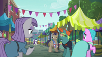 Maud and ponies look at Rarity at flea market S6E3
