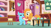 Pear Butter swapping Chiffon's frosting pouches S7E13