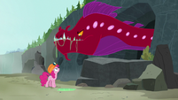 Pinkie Pie encounters a quarray eel S7E4