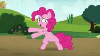 Pinkie Pie pointing at Lyra Heartstrings S7E4