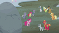 Pinkie points to the top of Holder's Boulder S5E20.png