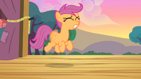 Scootaloo tries to fly even harder S4E05