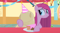 She gets her cake S01E25
