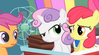 Sweetie Belle looking inquisitively at Apple Bloom S01E18