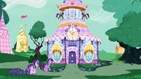 Twilight and Starlight walk to Carousel Boutique S7E14