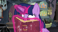 Twilight interested in Meadowbrook's journal story S7E20