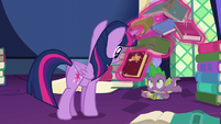 Twilight levitating a book near Spike S5E23