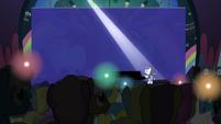Unicorns light their horns as Rara sings S5E24