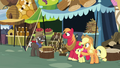 Applejack thanking Burnt Oak S7E13.png
