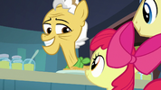 Grand Pear smiling at Apple Bloom S7E13