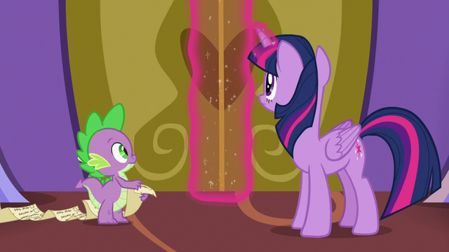File:Twilight Sparkle opening the castle doors S7E3.png
