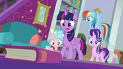 Twilight shocked by her failing magic S8E25