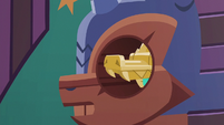 Amulet of Culiacan slides into keyhole S6E13