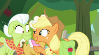 "Applejack ""tell us what you have seen!"" S9E10"