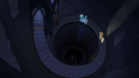 Applejack and Rainbow in spiral staircase S4E03