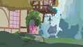 Berryshine whisking filly doorstep S1E09.png
