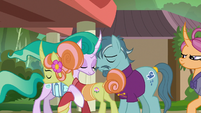 Mistmane gives her parents a goodbye hug S7E16