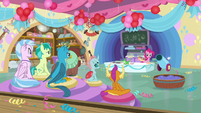 Pinkie Pie teaching a cooking class S8 opening