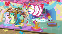 Pinkie firing cake out of her cannon S8 opening