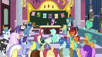 Raspberry Dazzle addresses the unicorns S9E25