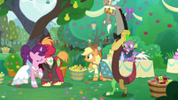 Spike and Discord happy for Mac and Sugar S9E23