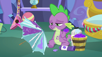Spike holding a clawful of glitter MLPBGE