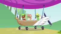 The Apples arriving with an airship S3E08