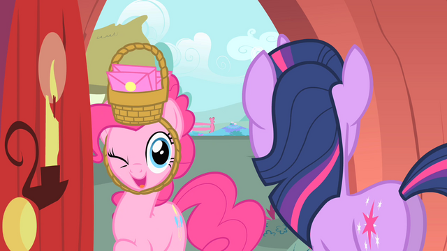 File:Pinkie winking S1E25.png
