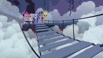 Rainbow's friends waiting across the bridge S1E02