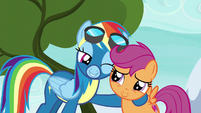Rainbow Dash winks at Scootaloo S6E7