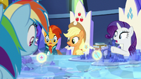 Rarity points at image of Mistmane's flower S7E25