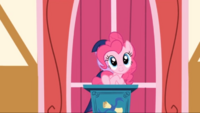 S01E04 Pinkie Pie na mównicy