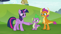 Twilight Sparkle and Spike hoof-bump S8E24