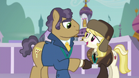 Manehattan and Whinnyapolis delegates reach an understanding S5E10