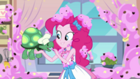 Pinkie Pie feeding a cookie to Tank EGDS30