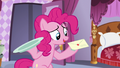 Pinkie holds letter S5E14.png