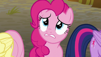 Pinkie looking at Sombrafied friends and families S9E2
