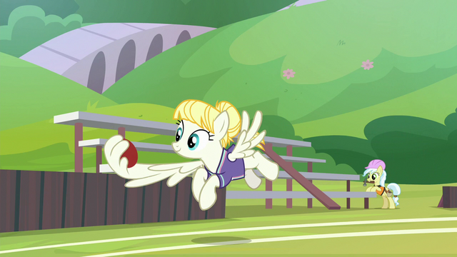 File:Pizzelle catches buckball with her wing S9E15.png