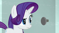 Rarity in front of the blocked door S6E9