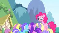 S01E03 Pinkie, Twilight i tłum