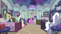 S05E03 Twi i Spike wybierają łóżko