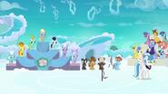 S07E07 Rainbow z naklejką za uczestnictwo