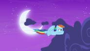 S07E11 Rainbow oczyszcza niebo z chmur
