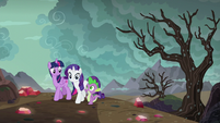 Twilight, Rarity, and Spike returning home S6E5