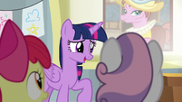 Twilight amused by Spike's antics S8E12