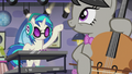 Octavia approves of DJ Pon-3's sound S5E9.png