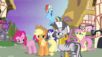 Ponies looking at Zecora S4E2
